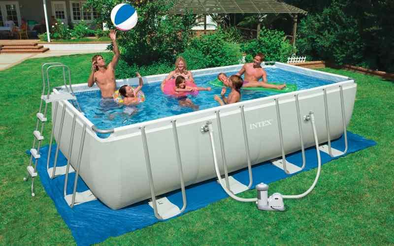 Vuoi una piscina fuoriterra in giardino consigli per l 39 acquisto - Giardino con piscina fuori terra ...
