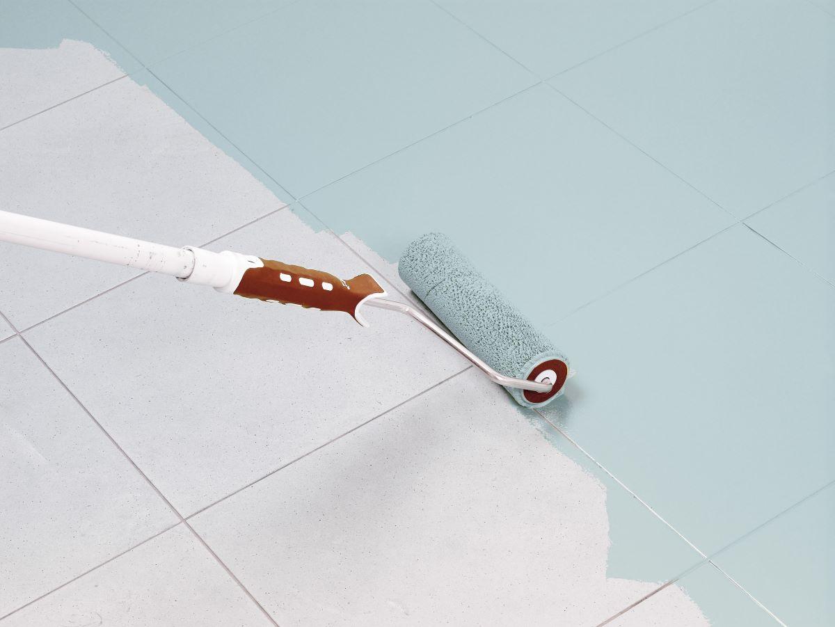 Vernice per piastrelle sottosopra per rinnovare il bagno for Pittura per pavimenti