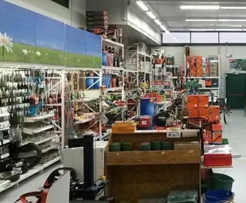 Il reparto del negozio brichome dedicato al giardinaggio