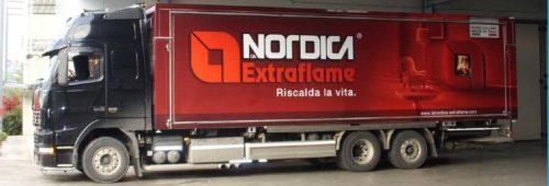 Riscaldamento: camion espositivo delle stufe La Nordica Extraflame